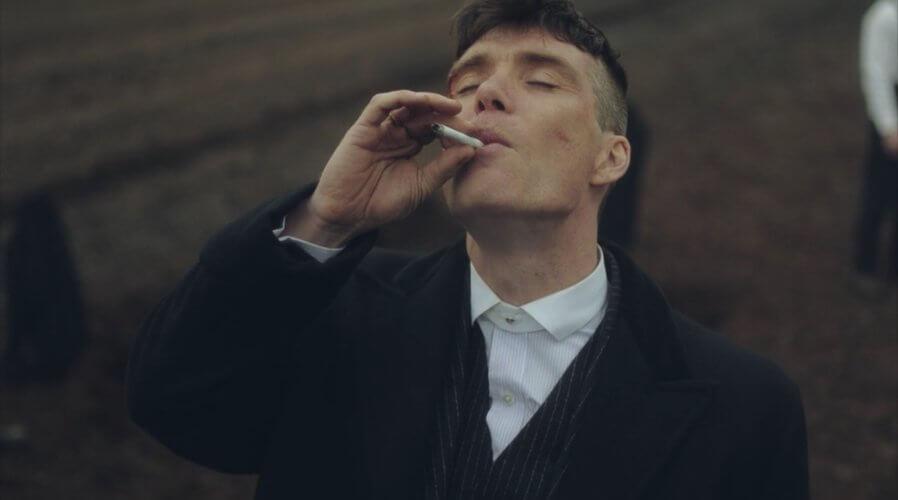 Thomas Shelby, protagoniste et chef charismatique des Peaky Blinders.