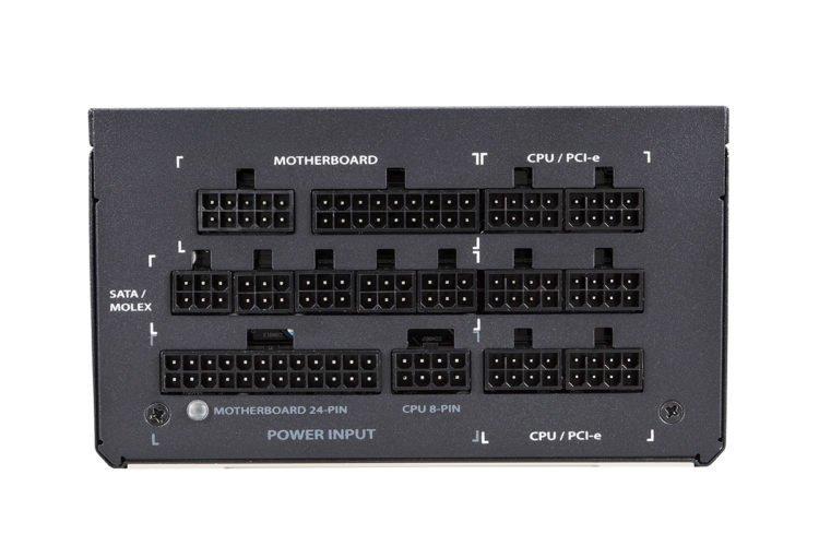 Les connecteurs du bloc d'alimentation Phanteks Revolt Pro.