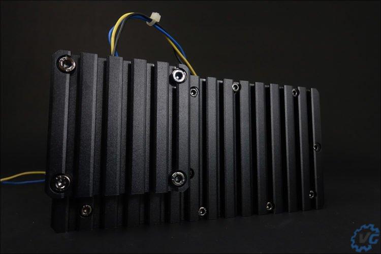 La dissipateur thermique qui se trouve à l'arrière du R160.