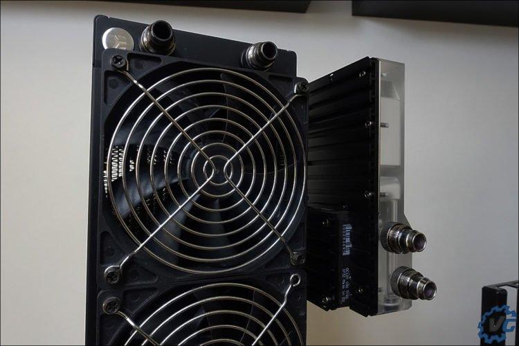 Installation du réservoir R160 sur le radiateur EK Colstream.
