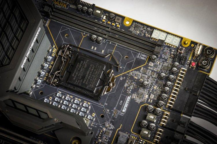 La place des deux emplacements mémoires DDR4.