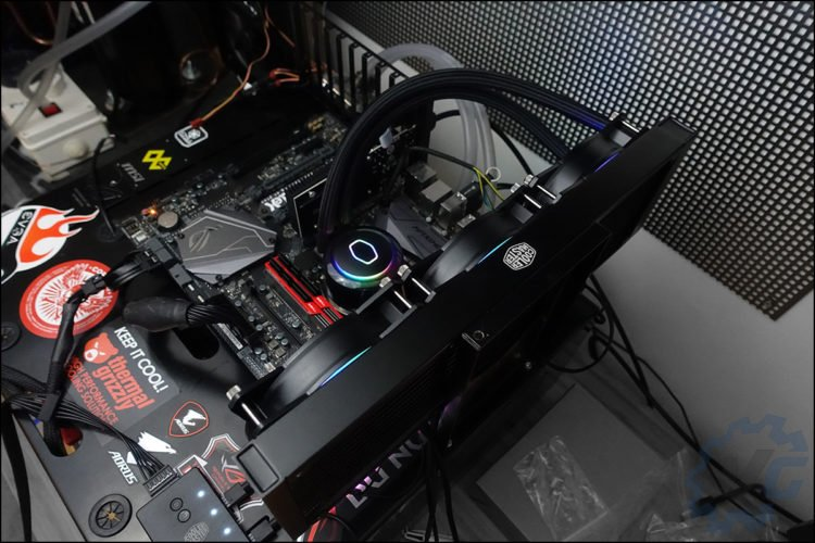 Benchs Cooler Master ML360R RGB