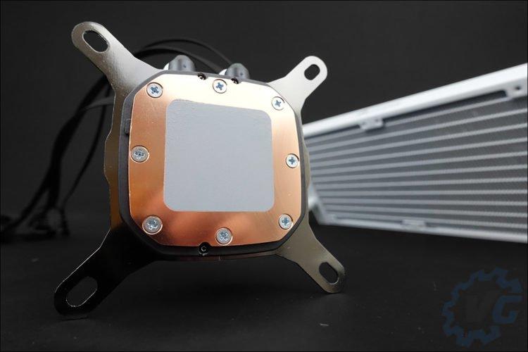 Le Corsair H100i RGB Platinum SE en version blanche