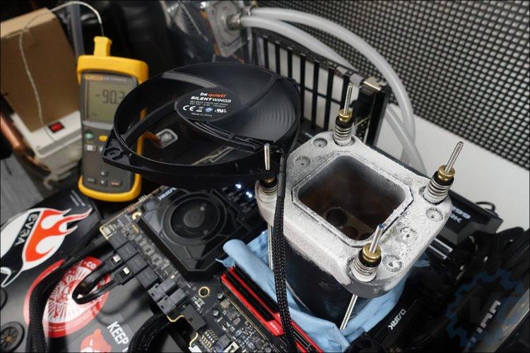Tests sous azote liquide avec le 9980XE et l'EVGA DARK X299