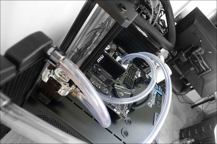 L'installation du kit de refroidissement liquide Boreas de Swiftech