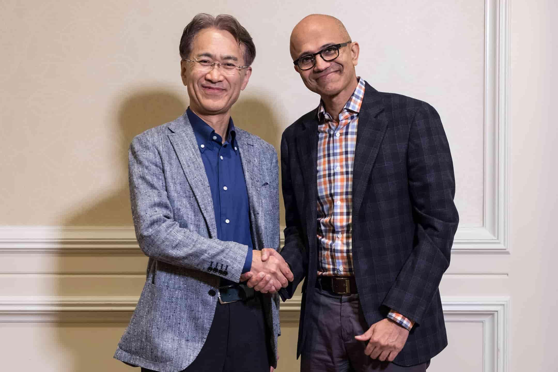 Patron de Sony et Microsoft main dans la main