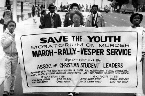 La marche en hommage aux victimes de l'époque