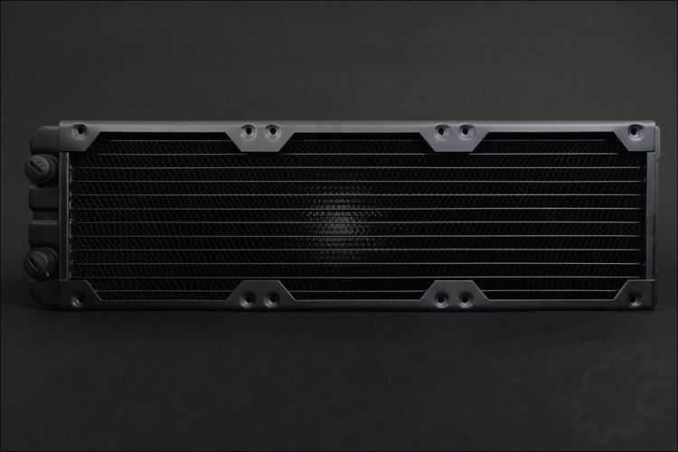 Le radiateur XR7 360 mm Corsair Hydro X Series