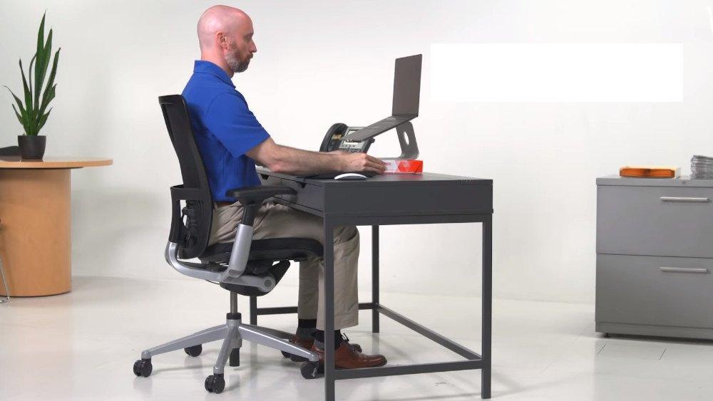 laptop-sur-un-pied-lifestyle-vonguru
