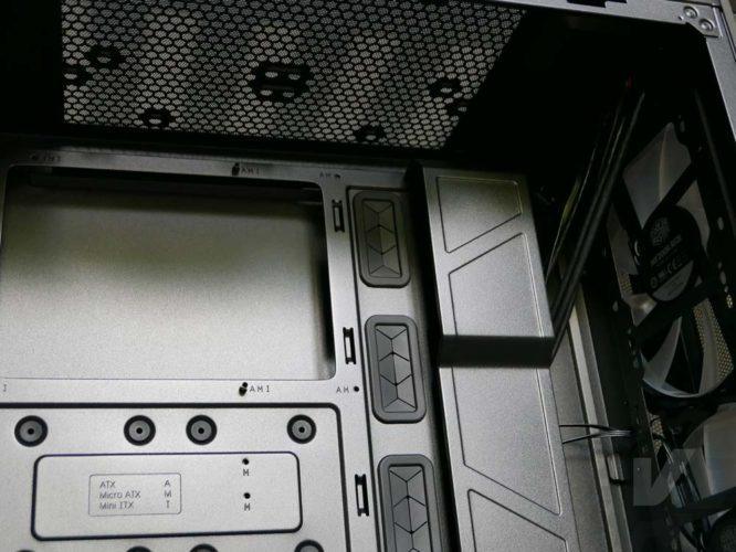 Cooler Master H500 intérieur