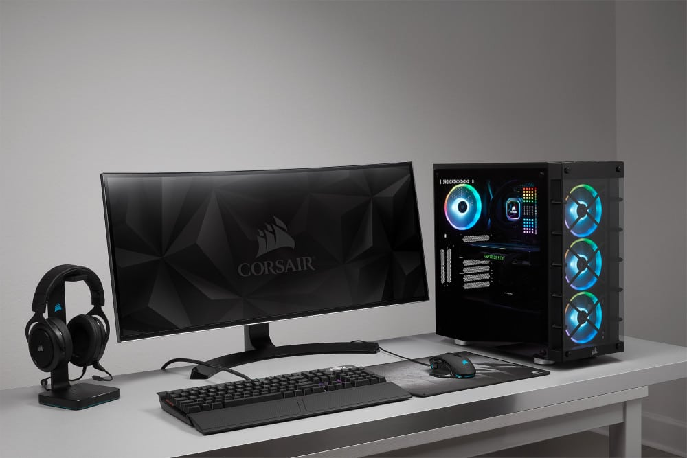 exemple d'à quoi pourrait ressembler votre bureau avec un corsair 465x iCUE RGB
