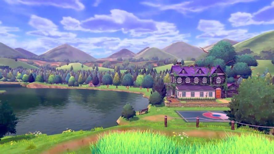 Un très bel exemple de la réussite visuelle qu'est Pokémon Épée et Bouclier avec un maison violette en premier plan, surplombant un lac lui-même surmonté d'une forêt