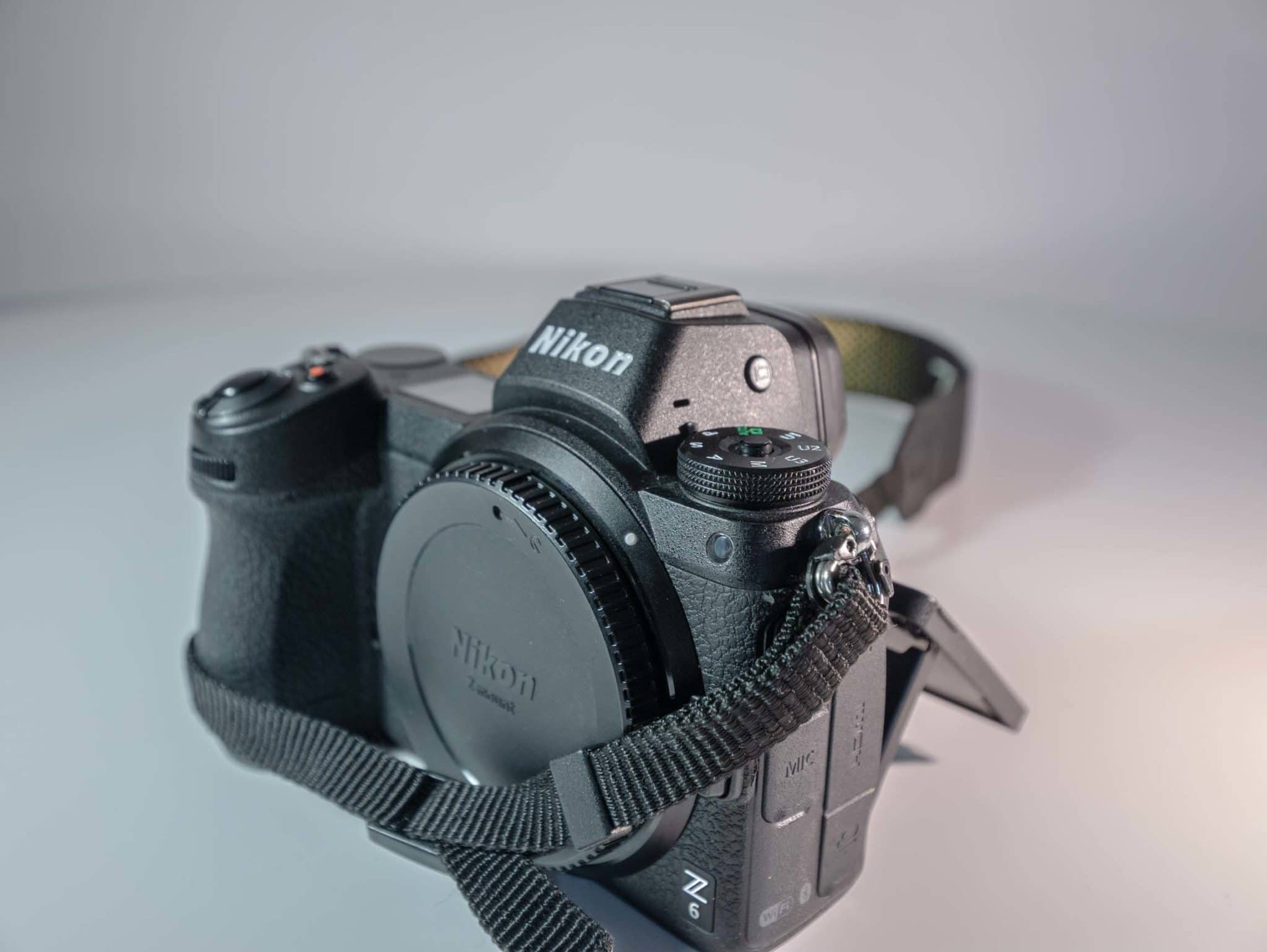 Photo du Nikon Z6 frontale droit