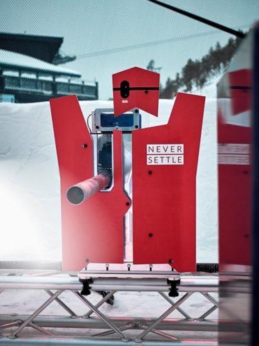 Robot OnePlus SnowBot Battle