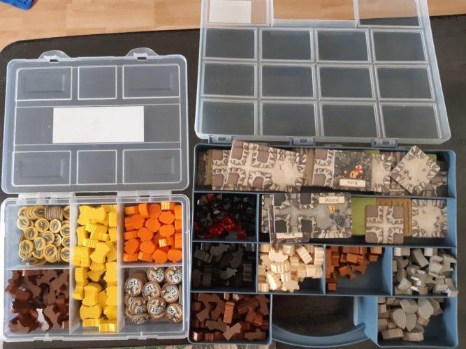 Exemple de boîtes de rangement de ressources dans Caverna