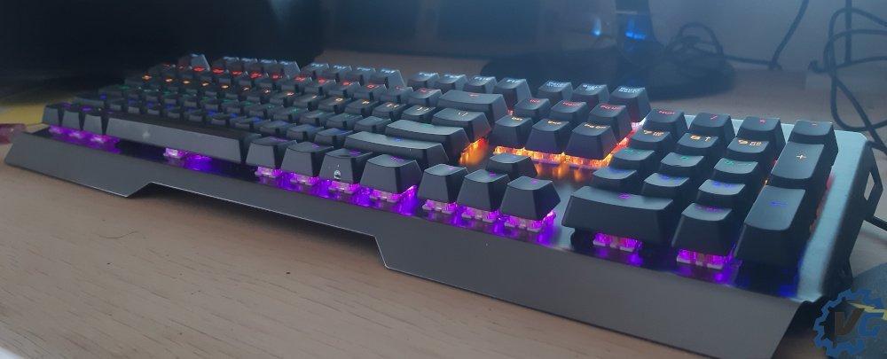 Test clavier Trust Gaming Scarr GXT 877 - clavier sur bureau